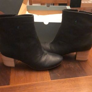 New with box Toms Evie boots